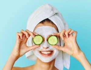 Falten unter den Augen behandeln - Gurkenmaske gegen Augenfalten - Die 3 besten Hausmittel
