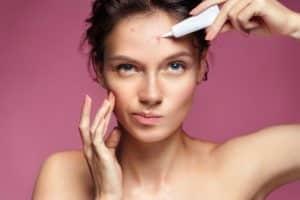 Feuchtigkeitscreme bei Akne - Welche Feuchtigkeitscreme hilft gegen Akne - Titelbild
