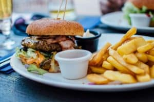 Pflege fuer reife Haut ab 50 - Ungesundes Essen