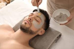 Zornesfalten mit Anti Aging Gesichtsmaske behandeln
